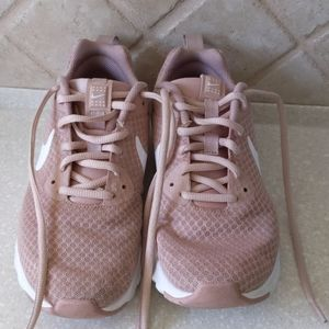 Nike Air Motion LW size 8